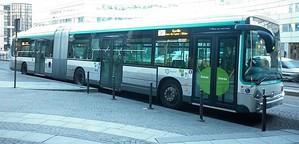 Montparnasse 2 Gare TGV – 10 mars 2014 - Le GX427 hybride assurant un service partiel pour Gare de Lyon - Diderot : la girouette défilante reste encore - trop - présente sur le parc de la RATP. On not
